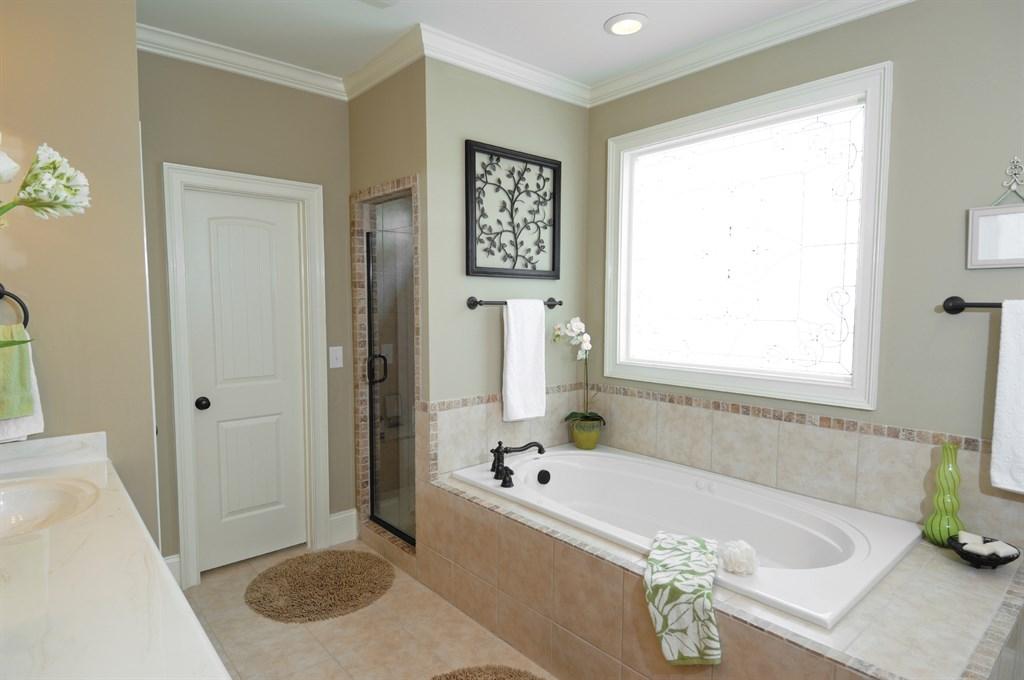Как правильно установить дверь в ванной комнате?